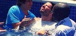 Vocalista do LS Jack é batizado na igreja liderada por Kleber Lucas